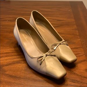 Naturalizer taupe low heels